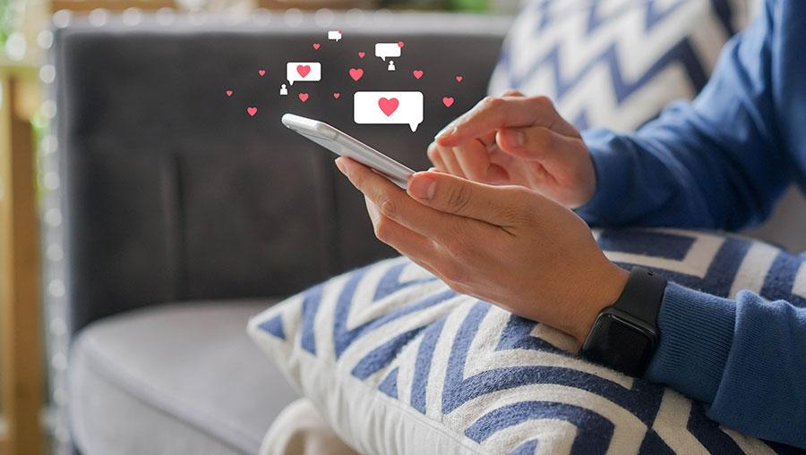 Come conoscere una ragazza i pro e contro del rimorchio online e offline