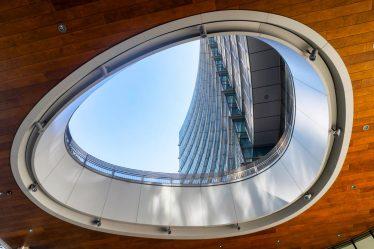 Milano insolita case a igloo e un edificio replicante